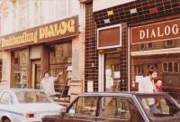 Stěhování exilového knihkupectví Dialog, Frankfurt nad Mohanem, 1984