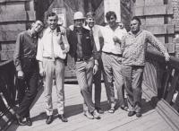 Se západoněmeckou bigbítovou skupinou (po koncertě vChebu), cca 1967-1968, zprava Luděk Šnepp, Václav Hora