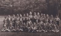 2. skautský oddíl Cheb, vedoucí Akela (Rudolf Zedlo), Václav Hora čtvrtý zleva (stojící)
