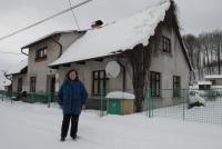 Anna Smržová před svým domem, leden 2017