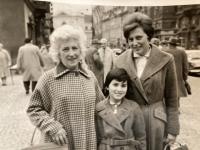 Babička Pavla, matka a Pavla, r. 1962