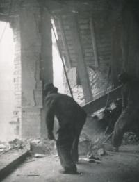Dům, kde bydleli Štifterovi (Římská 43, Praha - Vinohrady) po náletu 14. února 1945