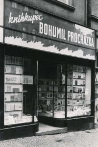 Knihkupectví Bohumila Procházky na adrese Anglická 4, Praha - Vinohrady.