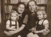 Lydie a Bohumil Procházkovi s dcerami, 50. léta