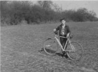 Miloš s kolem, okolí Prahy 1959