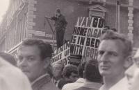 Londýn 1968, scéna na ulici