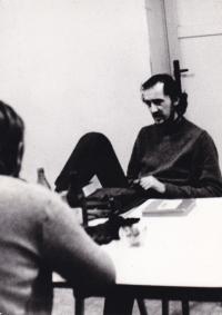 Miloš v rozhovoru a s kamarádem, Praha 1975