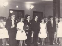 Miloš na maturitním plese střední školy SPŠCh (třetí zprava), Slovanský dům Praha 1966