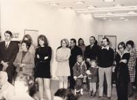 Miloš stojící vedle své budoucí ženy Magdy, OKD (Obvodní kulturní dům) Praha 8 Kobylisy, Praha asi 1973