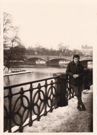 Miloš na nábřeží, Praha 1972
