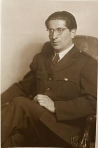 Otec Tomáš Kosta, r. 1946