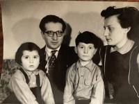 Rodina Kostova, r. 1956