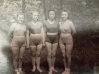 Rok 1950 ve Vinnici, Halyna Ustymivna Hordienko druhá zleva