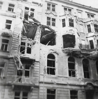Dům a byt, kde bydleli Štifterovi (Římská 43, Praha - Vinohrady) po náletu 14. února 1945