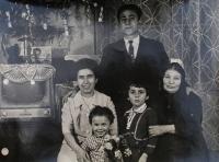 Sofie Cakirpaloglu s manželem Kosiliadisem a svými třemi dětmi