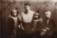 Kateřina Procházková s dětmi 1918