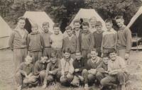 Ladislav Jakub na pionýrském táboře v roce 1961 (vpravo dole)