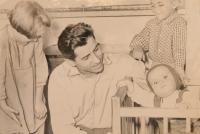 Josef Mišák s dětmi, Jaroslavou, Pavlem a Josefou