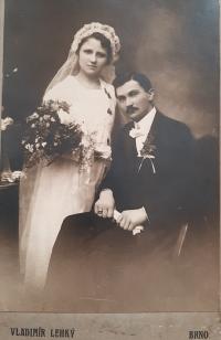 Svatební fotografie rodičů pamětníka, Antonie a Gustava Josefa Maláčových, 1919