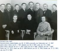 Sourozenci Maláčovi, děti Josefa a Jenovefy. Gustav Josef, otec pamětníka, druhý zprava, 1943