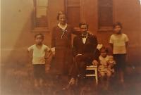 Rodina Maláčových, Vlastislav vpravo se sourozenci Jiřinou a Bořivojem, Plzeň 1933