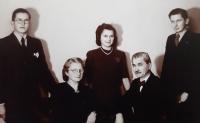 Rodinná fotografie Maláčových, Vlastislav vpravo, 1942