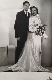 Svatební fotografie Jiřiny a Vlastislava Maláčových, Praha 22. května 1948