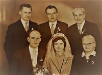Svatební fotografie Jiřiny, sestry pamětníka, Vlastislav vlevo, 1978