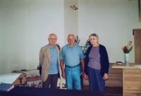 Vlastislav (vlevo) s bratrem Bořivojem a jeho ženou Marian, Praha 2002