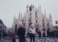 Vlastislav před milánským dómem, prosinec 1996