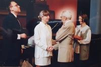Vlastislav Maláč gratuluje k svatbě novomanželům Kodetovým, Ústředí církve ECM, Praha 2000
