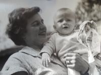 Žofie Zlámalová s dcerou Janou, 1963