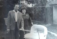 Jana Arbanová s rodiči Josefem a Žofií, 1962