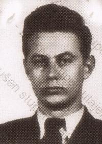 Miroslav Froyda na fotografii z falešného průkazu, který měl u sebe při přechodu hranice v srpnu 1954 (uloženo v Archivu bezpečnostních složek)