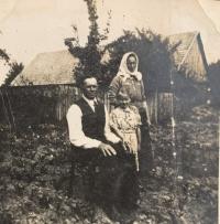 Rodičia Štefan a Anna Vaškovci s malou Helenkou