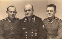 Jindřich Reinold, otec pamětnice (vlevo), a jeho bratři