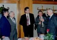 Zbyněk Plesar v době svého působení ve vedení TONu, první zprava tehd. starosta P. Hejcman, druhý zprava K. Bubílek, setkání u příležitosti přemístění muzea TONu do BpH na zámek, pol. 90. let