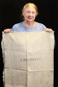 Edita Reinoldová 2020 - pytel její tety Anny Brandlové, která byla po válce odsunuta, pytel na osobní věci