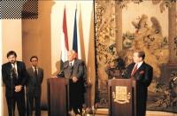 Jako tlumočník na setkání Václava Havla a Árpáda Göncze, asi 1999