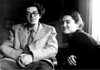 Mikuláš a Emila Medkovi, Praha 1951 Fotografovala Dagmar Hochová, nejlepší kamarádka Emily