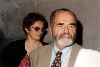 Eva Kosáková s ministrem kultury Pavlem Tigridem, Praha, asi 1996