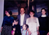 Rodina Kosákových na vernisáži výstavy Golem kráčí židovským městem, Praha 1993