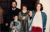 Rodina Kosákových na vernisáži výstavy Tradice a zvyky v Klausově synagoze, Praha 1996
