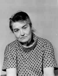 Emila Medková, matka pamětnice, autoportrét, Praha 1974