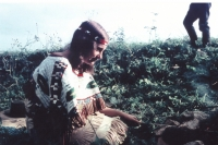 Eva Kosáková v období Nšo-či v ponču, které si sama vyšila, 1967