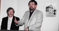 Evžen Gál zahajuje výstavu fotografií László Borbíróa o Praze, Budapešť 2004