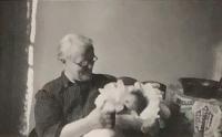 Alena Hudcová s babičkou v roce 1942