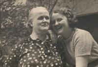 Alena Hudcová s babičkou