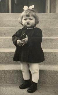 Alena Hudcová v roce 1943