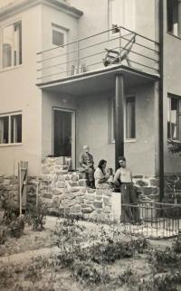 Fotografie domu v Bítýšce v roce 1943